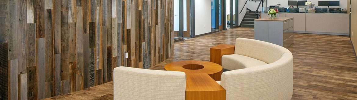 Reclaimed wood curved wall and modern furniture